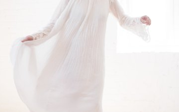 Light & Modern Wedding Inspiration With Cool Modest Gowns   Sons and Daughters Photography 38