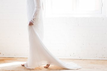 Light & Modern Wedding Inspiration With Cool Modest Gowns | Sons and Daughters Photography 57