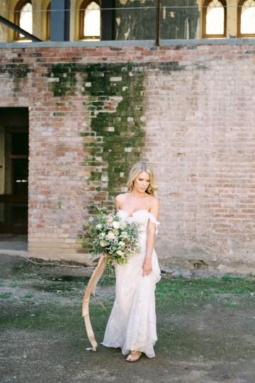 Luxurious Green & Gold Wedding Inspiration | Saje Photography 12