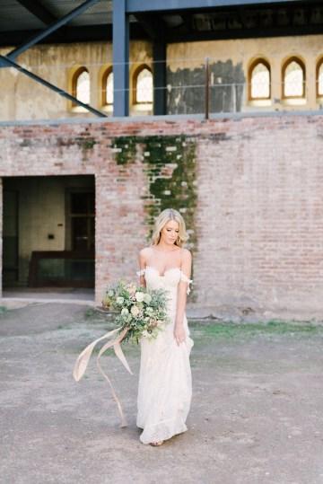 Luxurious Green & Gold Wedding Inspiration | Saje Photography 13