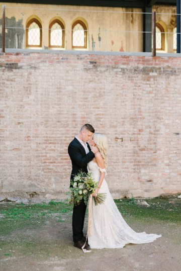 Luxurious Green & Gold Wedding Inspiration | Saje Photography 17