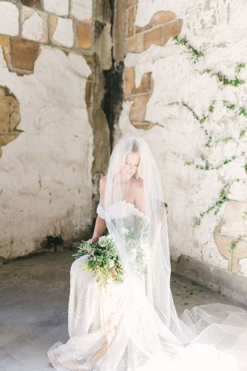 Luxurious Green & Gold Wedding Inspiration | Saje Photography 36