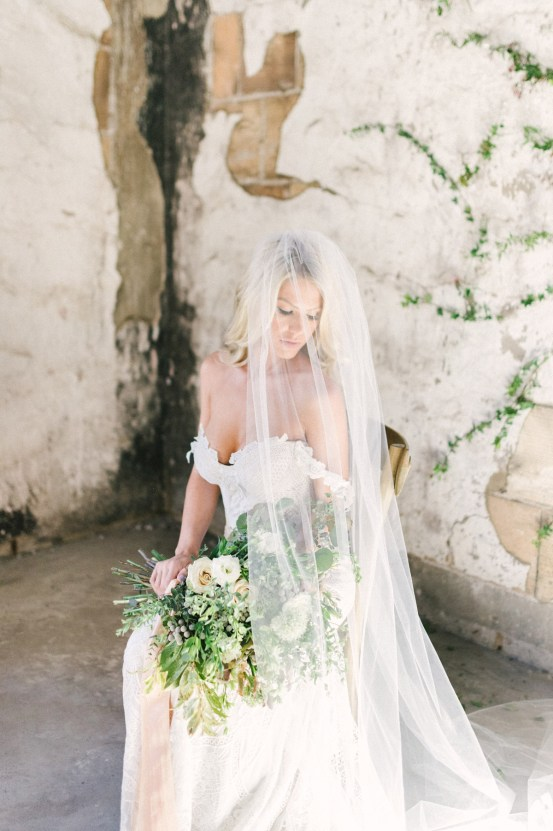 Luxurious Green & Gold Wedding Inspiration | Saje Photography 37