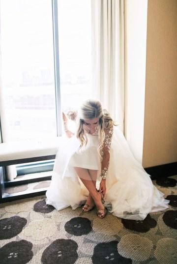 Gorgeous Chicago Ivy Room Wedding | Kristin La Voie Photography 25