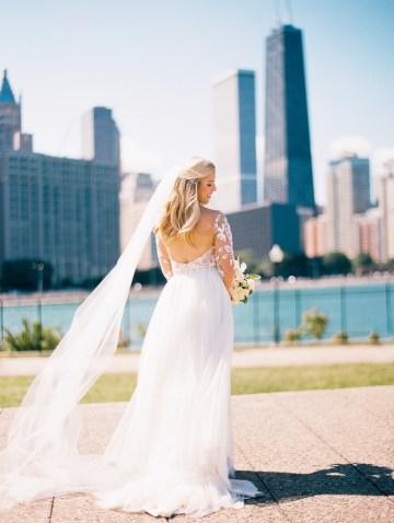 Gorgeous Chicago Ivy Room Wedding | Kristin La Voie Photography 32