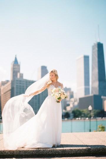 Gorgeous Chicago Ivy Room Wedding | Kristin La Voie Photography 38