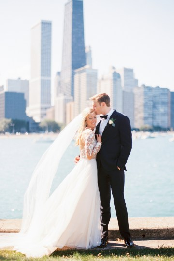 Gorgeous Chicago Ivy Room Wedding | Kristin La Voie Photography 43