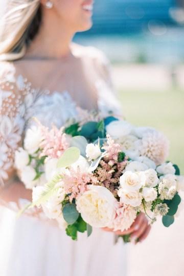 Gorgeous Chicago Ivy Room Wedding | Kristin La Voie Photography 48