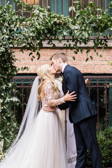 Gorgeous Chicago Ivy Room Wedding | Kristin La Voie Photography 62