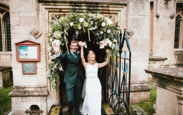 Totally Chic English Wedding With A Sweet Boat Ride