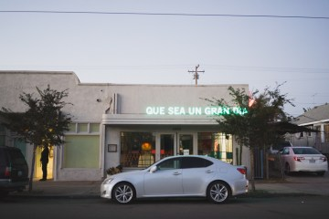 Modern Hip Taco Wedding In A Funky Gallery Venue | Claire Eliza 52