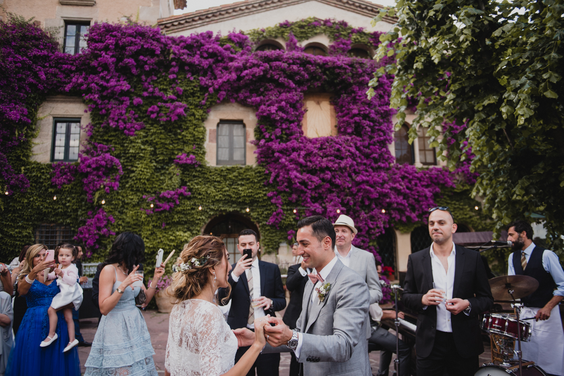 Rustic Barcelona Wedding Featuring Chic Bridal Separates | Visual Foto 18