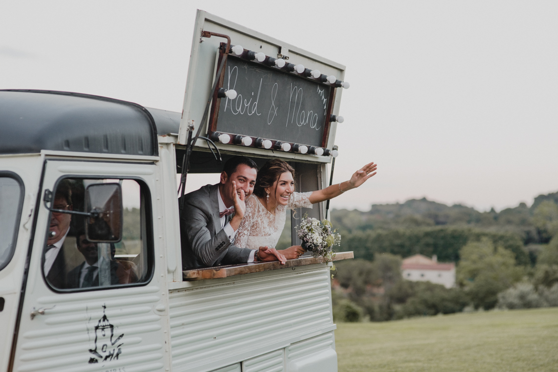 Rustic Barcelona Wedding Featuring Chic Bridal Separates | Visual Foto 20