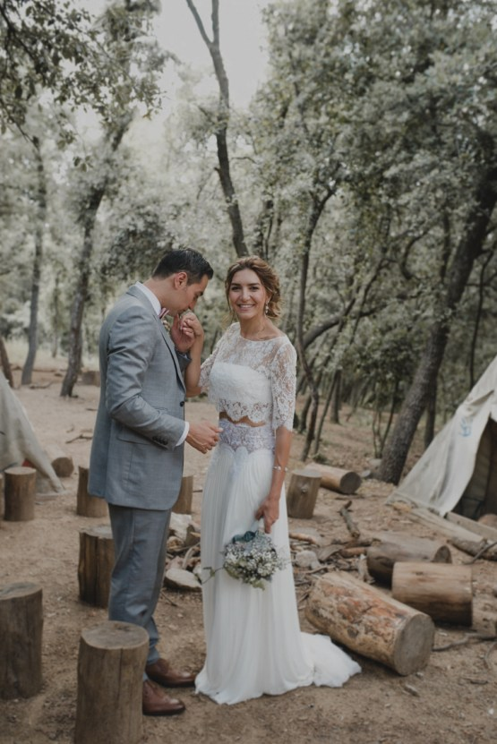 Rustic Barcelona Wedding Featuring Chic Bridal Separates | Visual Foto 31