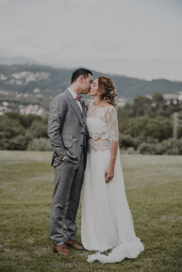 Rustic Barcelona Wedding Featuring Chic Bridal Separates | Visual Foto 35