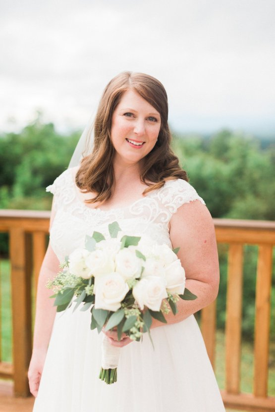 Rustic Carolina Mountain Lodge Wedding | Common Dove Photography 17