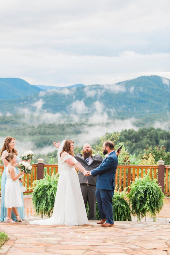 Rustic Carolina Mountain Lodge Wedding | Common Dove Photography 31