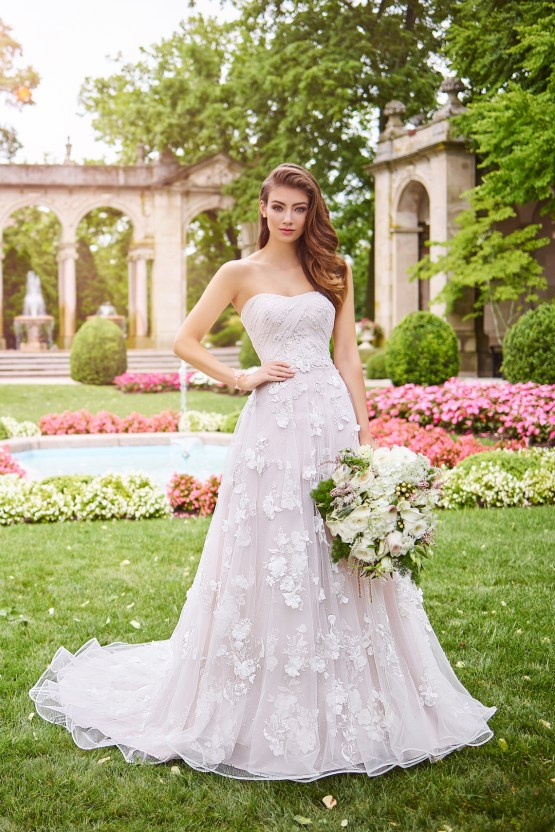 The Best Wedding Dresses For Your Zodiac Sign | Mon Cheri Bridals 6