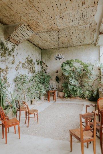 Monstera Leaves & Artichokes; A Hip Slovenian Wedding   Karen Willis Holmes Bridal   Aljosa Videtic 17