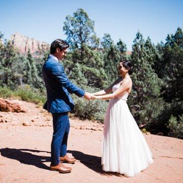 Casual Sedona Red Rocks Wedding (With A Sweet Blush Wedding Dress) | Julia Kinnunen Photography 3
