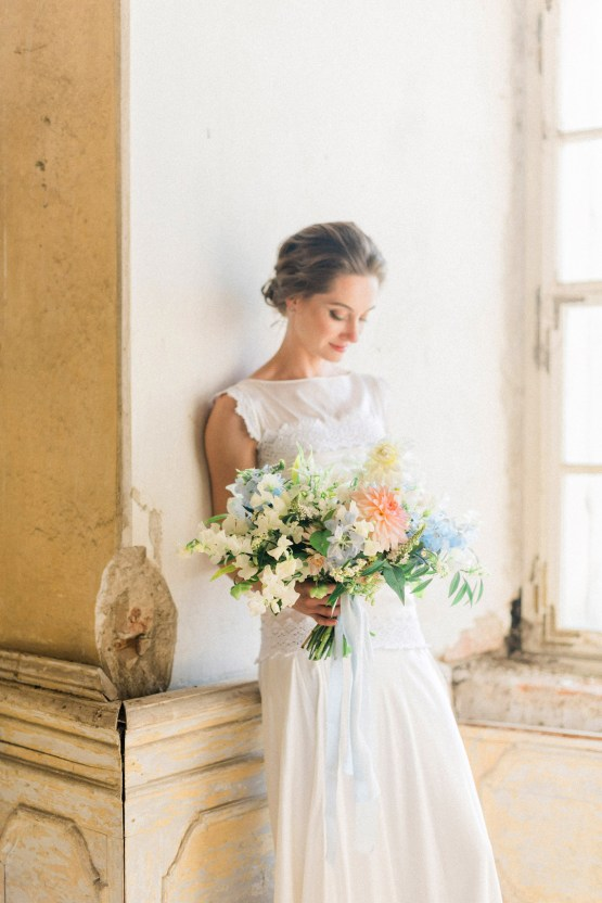Ornate Candelit Peach & Blue Wedding Inspiration | Gabriela Jarkovska 22