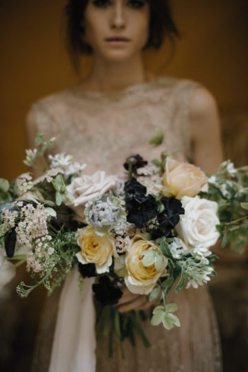 Ancient Rome Meets Mod Yellows & Sophisticated Black In This Timeless Wedding Inspiration | Cinzia Bruschini 35