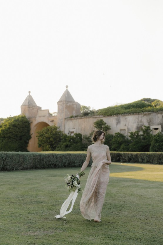 Ancient Rome Meets Mod Yellows & Sophisticated Black In This Timeless Wedding Inspiration | Cinzia Bruschini 41
