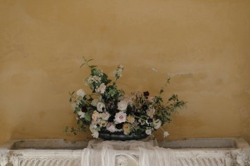 Ancient Rome Meets Mod Yellows & Sophisticated Black In This Timeless Wedding Inspiration | Cinzia Bruschini 9