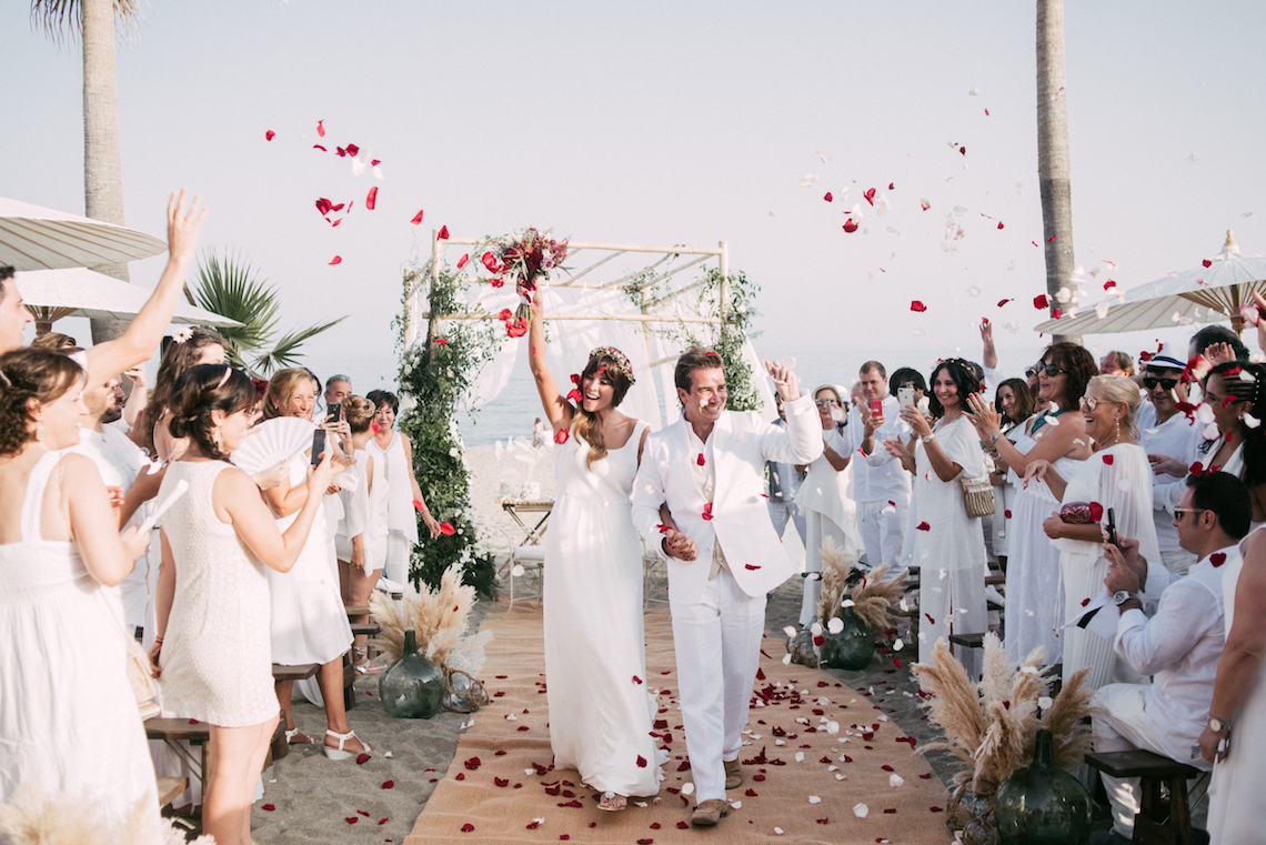 Relaxed All-White Spanish Beach Wedding With Seriously Glamorous Bridal Beauty Style | Sara Lobla Photography 11