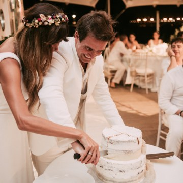 Relaxed All-White Spanish Beach Wedding With Seriously Glamorous Bridal Beauty Style | Sara Lobla Photography 18