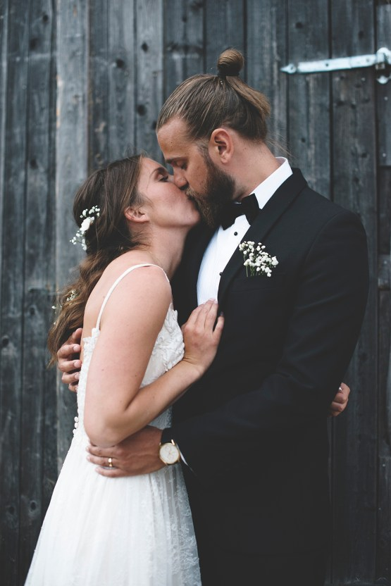 Relaxed & Woodsy Swedish Island Wedding | Sara Kollberg 12
