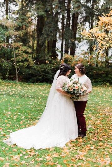 Rustic Barn Wedding Filled With Greenery | Deyla Huss Photography 14
