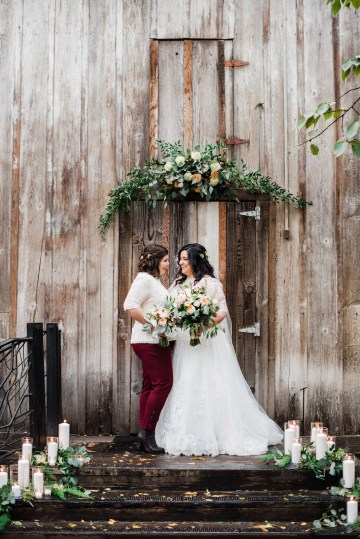 Rustic Barn Wedding Filled With Greenery | Deyla Huss Photography 16
