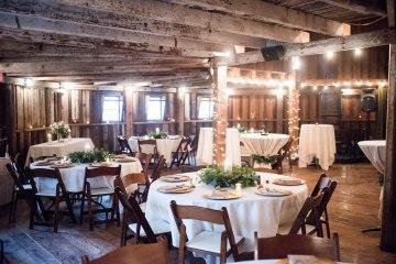 Rustic Barn Wedding Filled With Greenery | Deyla Huss Photography 3