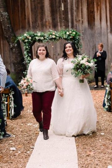 Rustic Barn Wedding Filled With Greenery | Deyla Huss Photography 49