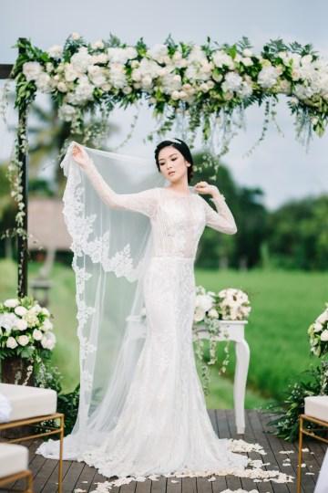 Zen Balinese Wedding Inspiration With A Dazzling Tiara   Nej Photo   Chere Weddings 37