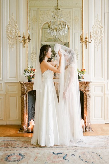 Elegant Blush Parisian Bridal Inspiration Featuring Luxurious Veils and Boudoir Ideas – Bonphotoge 31
