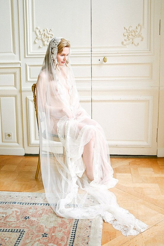 Elegant Blush Parisian Bridal Inspiration Featuring Luxurious Veils and Boudoir Ideas – Bonphotoge 43