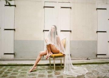 Elegant Blush Parisian Bridal Inspiration Featuring Luxurious Veils and Boudoir Ideas – Bonphotoge 48
