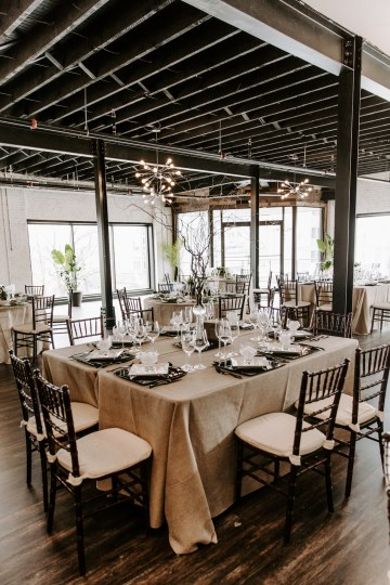 Minimal Tropical Wedding Inspiration With A Surprising Fresh Dinner Idea – Alicia Wiley 3