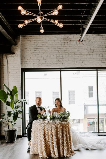 Minimal Tropical Wedding Inspiration With A Surprising Fresh Dinner Idea – Alicia Wiley 32