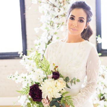 Trendy Loft Wedding Inspiration Featuring A Triangle Altar – Deluxe Blooms 22