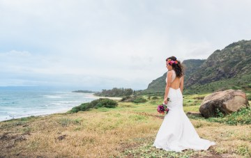 Colorful Hawaiian Elopement Inspiration With Tropical Florals