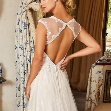 10 Stunning Wedding Dresses By Destination – Val Stefani Ellwood Dress 3