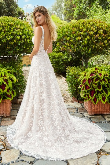 10 Stunning Wedding Dresses By Destination – Val Stefani Marigold Dress 2