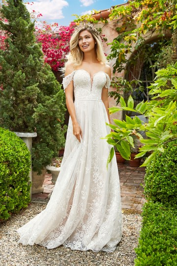 10 Stunning Wedding Dresses By Destination – Val Stefani River Dress 1