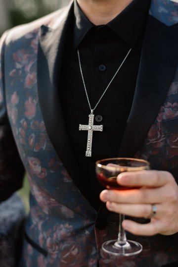 Luxe Mansion Wedding Inspiration Featuring Masculine Florals and Deep Tones – Alex Tenser – Swoon Soiree 46