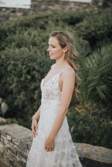 Boho Greek Island Wedding Featuring A Circle Floral Arch – Paulina Weddings 28