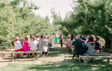 An Oregon Orchard Pizza Wedding (With An Adorable 'Meet Cute')