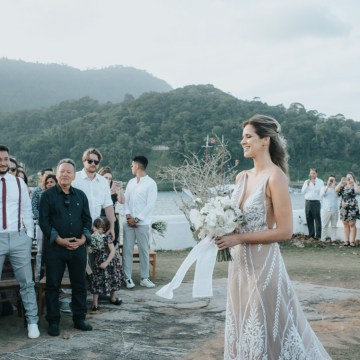 Epic Bohemian Wedding on a Tiny Island in Brazil – Val e Wander 6
